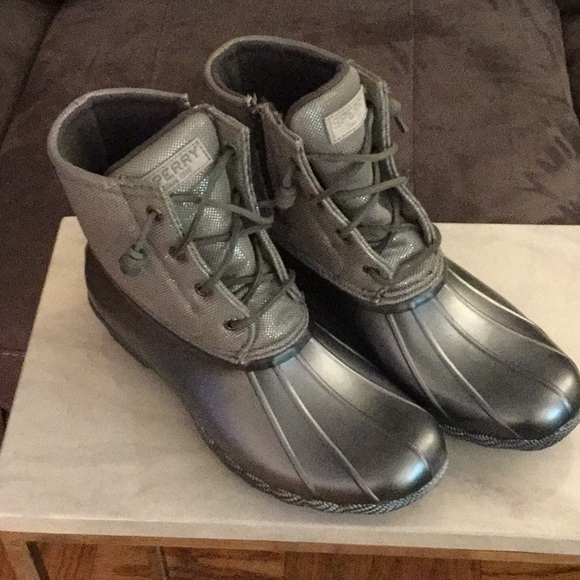 Nwot Sperry Silver Duck Boots W Laces